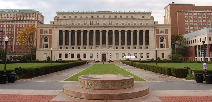 Image of Butler Library on campus of Columbia University